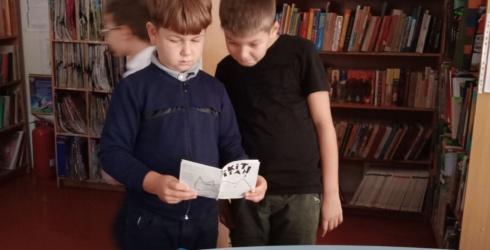 Читаємо книги виготовлені власноруч учнями 4-Б класу